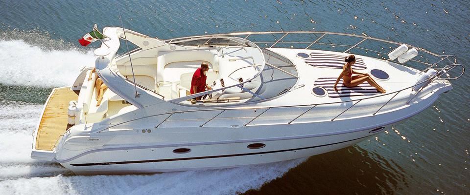 Motor Yacht Charter in Puertobanus