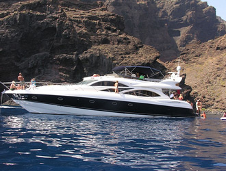 Stag Party Yacht Charter in Puertobanus